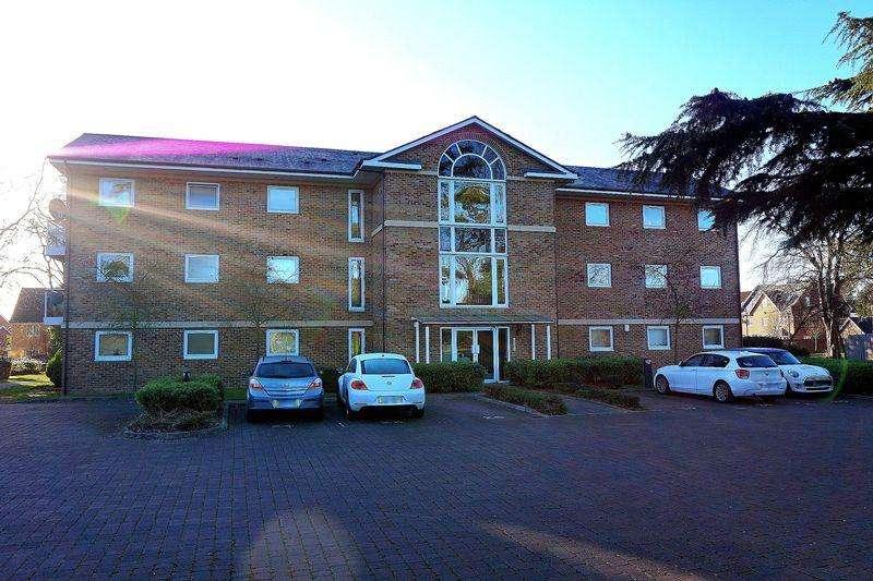 2 Bedrooms Apartment Flat for rent in Maplehurst Close, Dartford