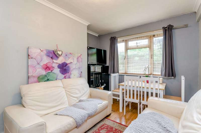 2 Bedrooms Flat for sale in Merton Road, Wandsworth, SW18