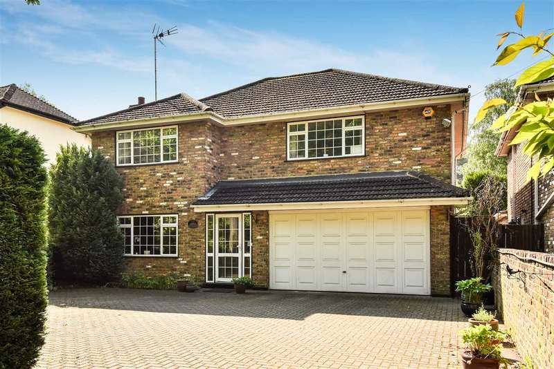 4 Bedrooms Detached House for sale in Nine Mile Ride, Wokingham