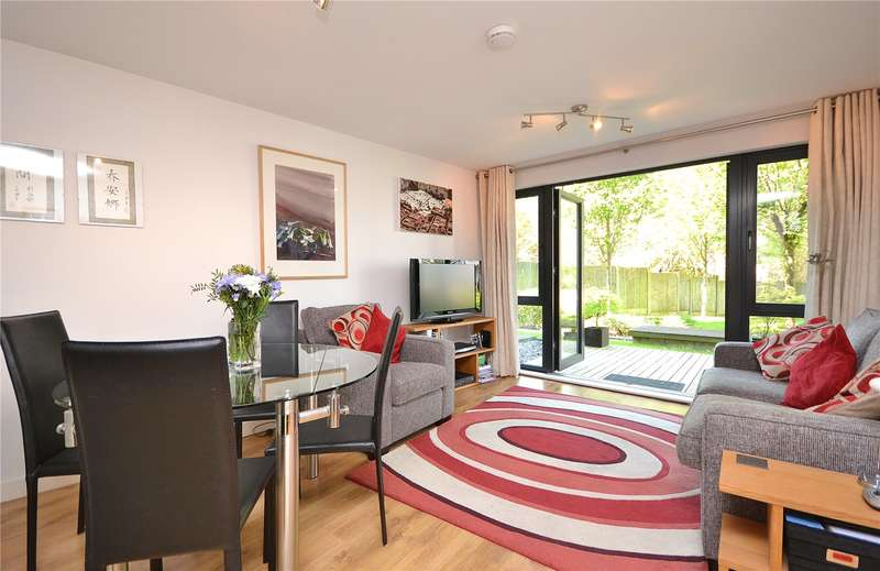 2 Bedrooms Apartment Flat for sale in Arc Court, Friern Barnet Road, New Southgate, London, N11
