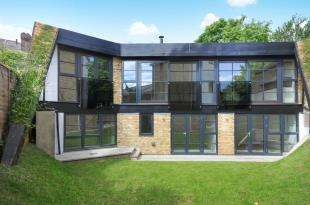 4 Bedrooms Detached House for sale in Berrymans Lane, Sydenham, London, United Kingdom