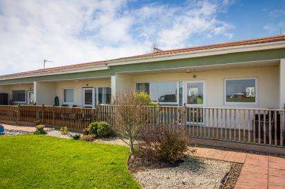 2 Bedrooms Bungalow for sale in Mill Lane, Bacton, Norwich