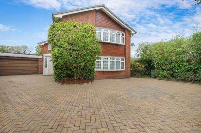 5 Bedrooms Detached House for sale in Chapel Close, Comberbach, Northwich, Cheshire