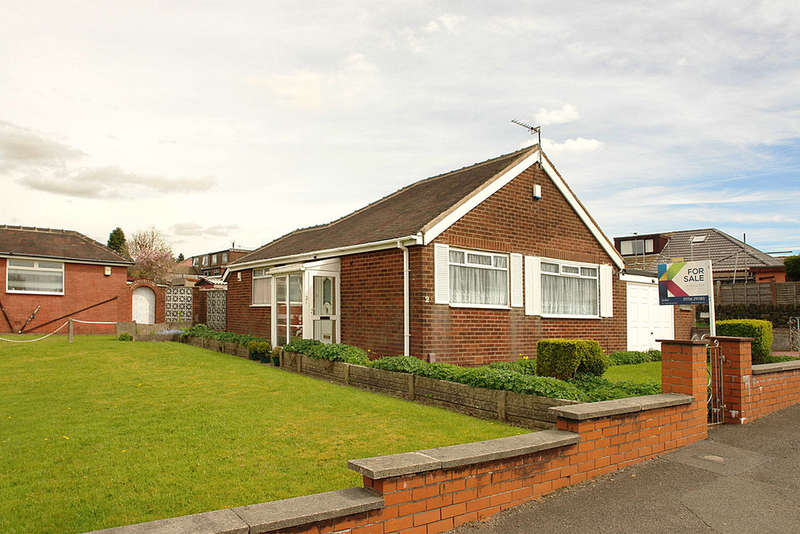 2 Bedrooms Detached Bungalow for sale in Kenton Road, Shaw, Oldham