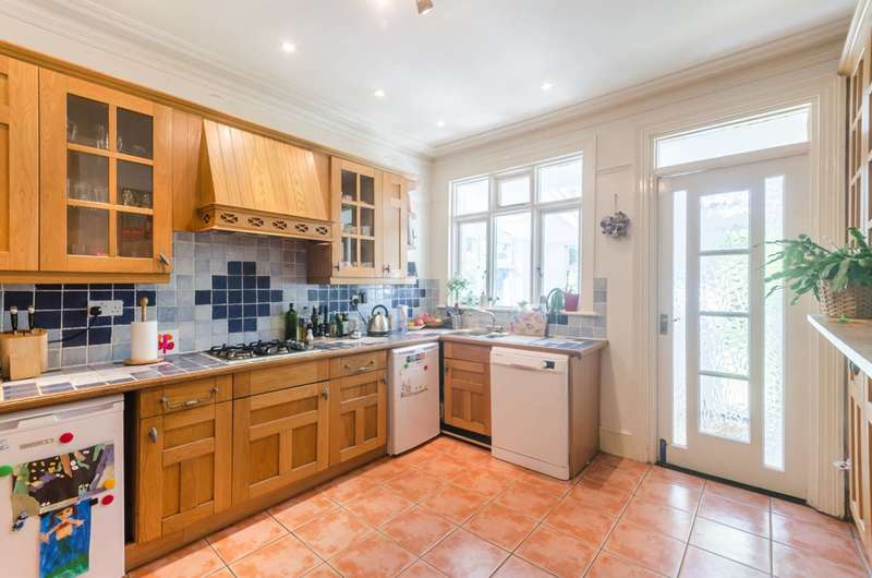 4 Bedrooms Detached House for sale in Elmers End Road, Penge, SE20