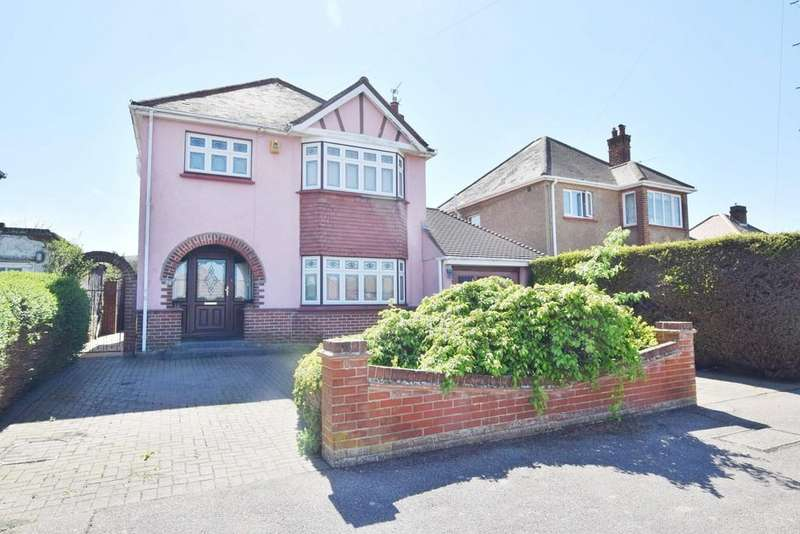 3 Bedrooms Detached House for sale in Queens Road, Clacton-on-Sea, CO15 1AA