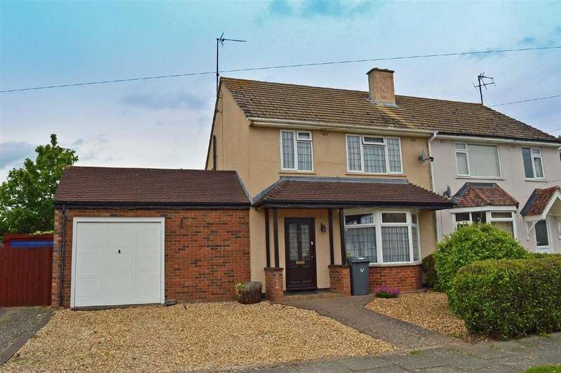 3 Bedrooms Semi Detached House for sale in Cody Road, Clapham