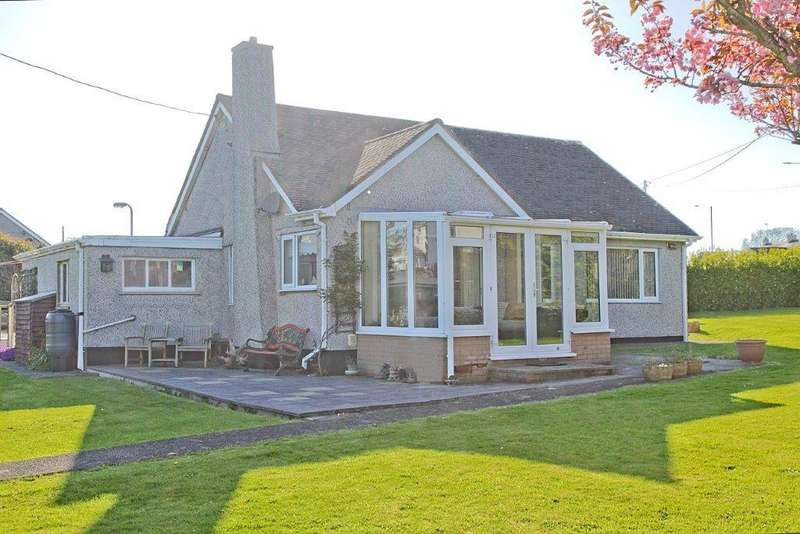 2 Bedrooms Detached Bungalow for sale in Ffordd Y Felin, Cemaes Bay, North Wales