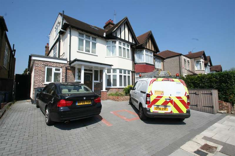 2 Bedrooms Flat for sale in Station Road NW4
