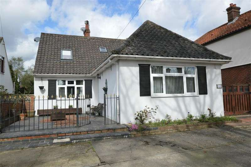 4 Bedrooms Chalet House for sale in Catton Grove Road, Norwich