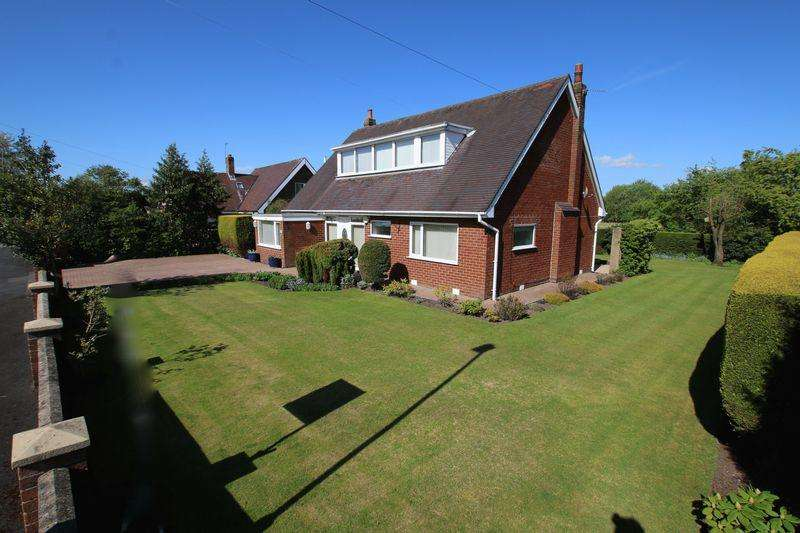 3 Bedrooms Detached House for sale in The Close, New Longton