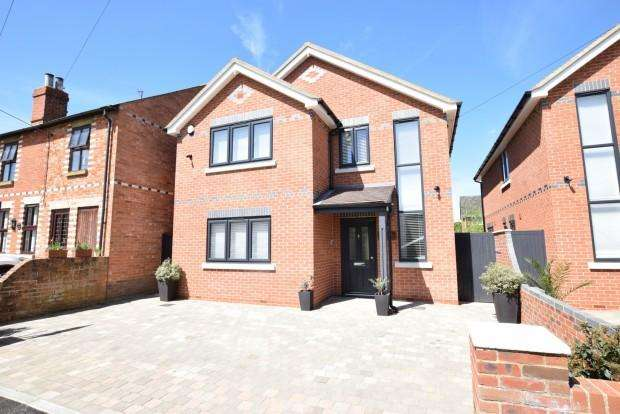 3 Bedrooms Detached House for sale in Southview Norton Road, Reading, RG7