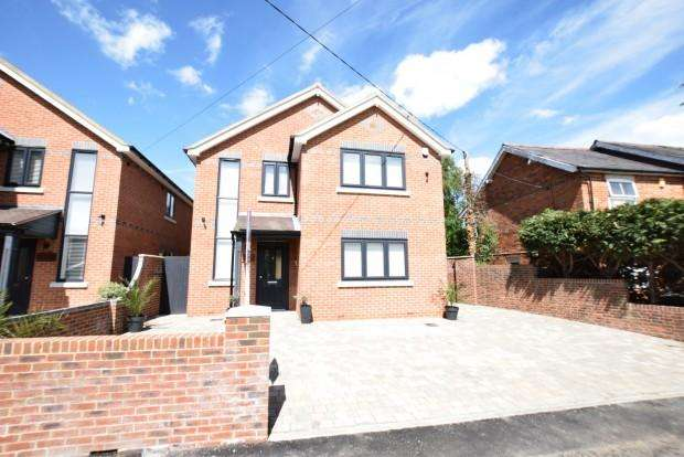 3 Bedrooms Detached House for sale in Northview Norton Road, Reading, RG7