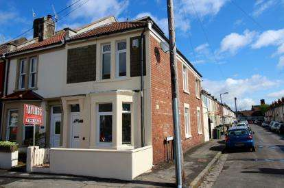 2 Bedrooms Flat for sale in Chessel Street, Bedminster, Bristol