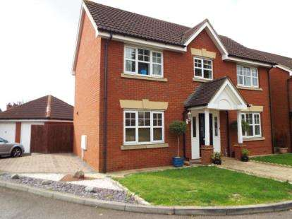 4 Bedrooms Detached House for sale in Hainault, Essex