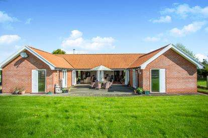 3 Bedrooms Bungalow for sale in Gimingham, Norwich, Norfolk
