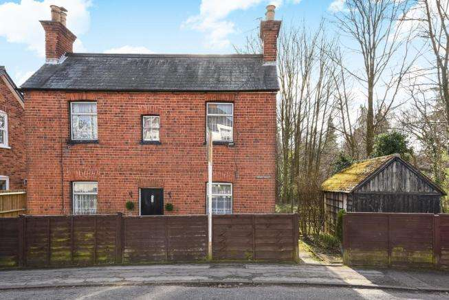 2 Bedrooms Cottage House for sale in RARE OPPORTUNITY. UPPER VILLAGE ROAD, SUNNINGHILL VILLAGE, ASCOT, BERKS, SL5 7AJ
