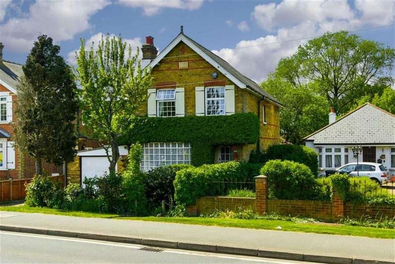 4 Bedrooms Detached House for sale in Leatherhead Road, Chessington, Surrey