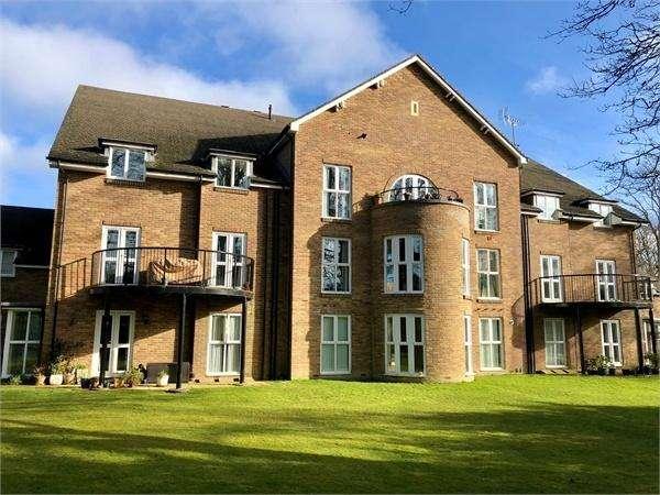 2 Bedrooms Flat for sale in Drey House, Squirrel Walk, WOKINGHAM, Berkshire