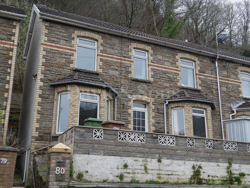 3 Bedrooms Semi Detached House for sale in Commercial Road, Abercarn, Newport. NP11