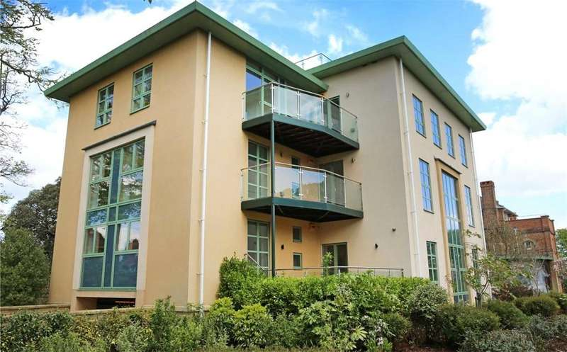3 Bedrooms Flat for rent in Shelley Park, Bournemouth, Dorset, BH5