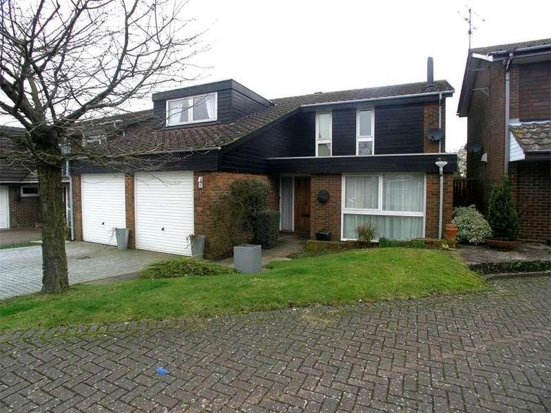 4 Bedrooms Detached House for rent in The Brambles, STEVENAGE, Hertfordshire