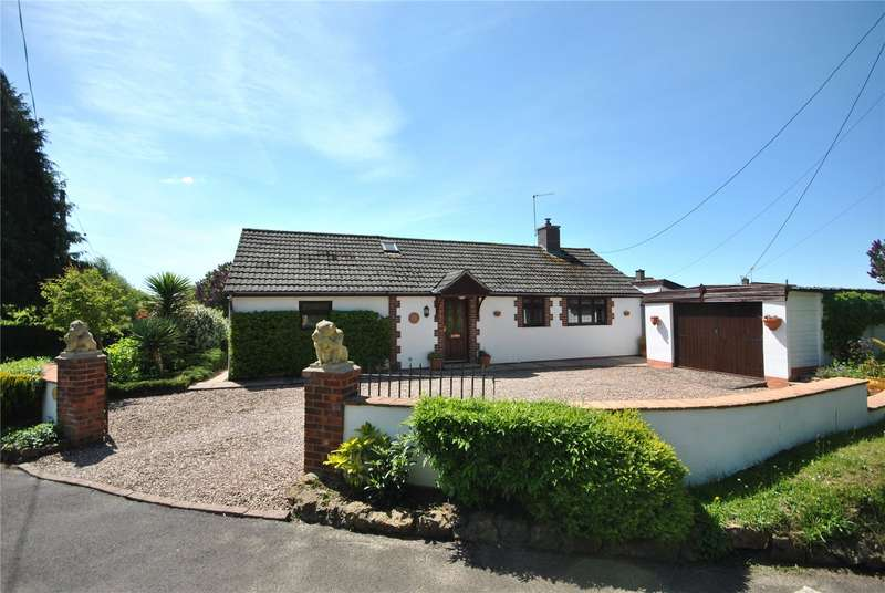 2 Bedrooms Detached Bungalow for sale in Sunny Hill, Bruton, Somerset, BA10