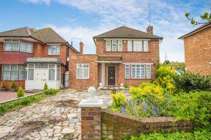 5 Bedrooms Detached House for sale in Salmon Street, Kingsbury, London