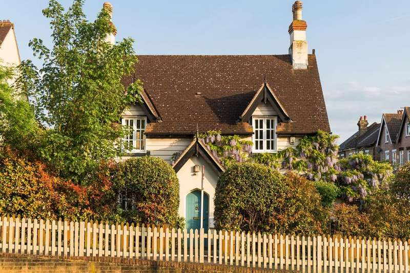3 Bedrooms Detached House for sale in Woodside Green, Woodside