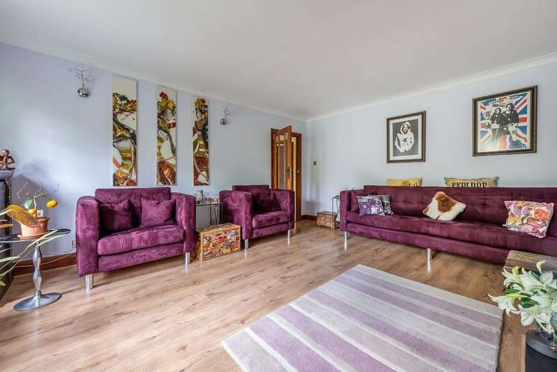 3 Bedrooms Maisonette Flat for sale in Beechwood Park, South Woodford