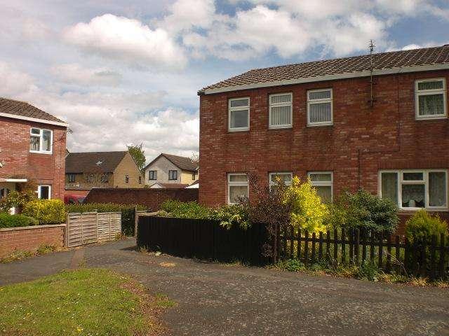 3 Bedrooms Terraced House for rent in Tudor Drive, Trowridge BA14