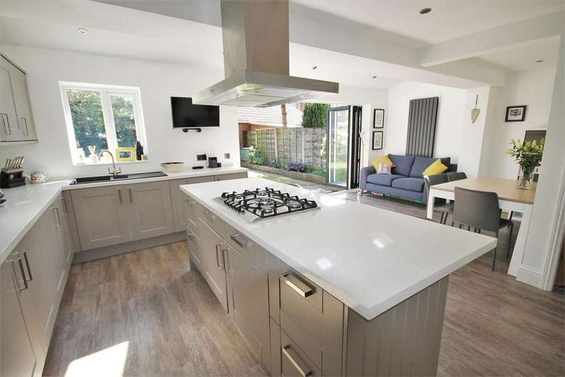 3 Bedrooms Link Detached House for sale in Montonfields, Monton
