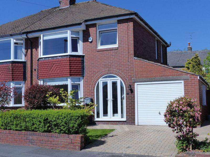 3 Bedrooms Semi Detached House for sale in Manor Road, Shaw
