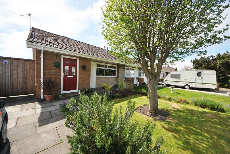 2 Bedrooms Semi Detached Bungalow for sale in Kingston Crescent, Southport. PR9 9YY