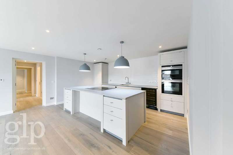 2 Bedrooms Flat for rent in Marshall Street, Soho, W1F