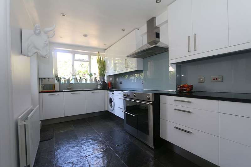 3 Bedrooms Terraced House for sale in Avondale Road, London, London, N13 4DX