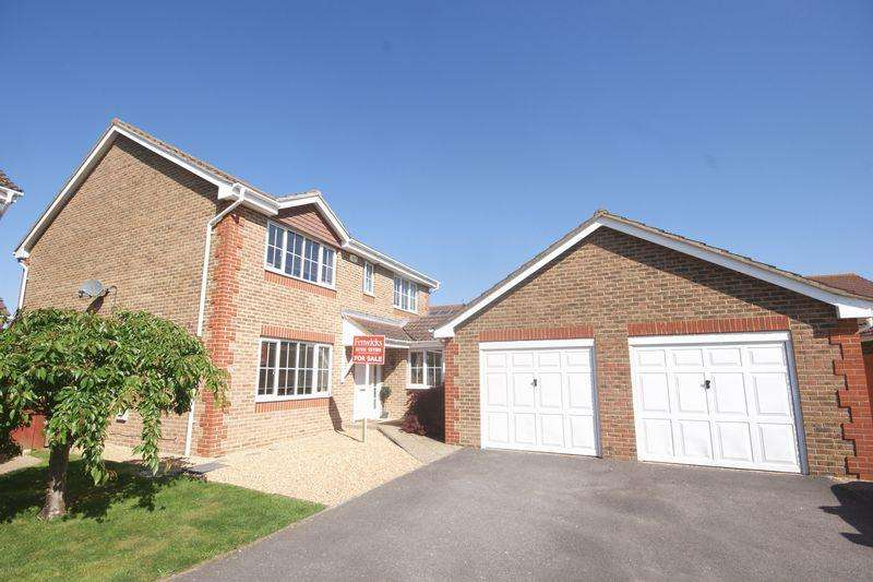 4 Bedrooms Detached House for sale in Howard Close, Lee-On-The-Solent, PO13