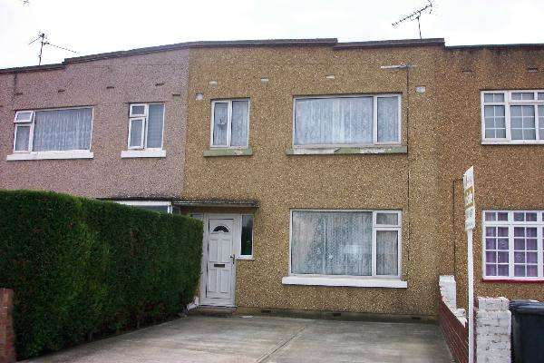 3 Bedrooms Terraced House for sale in Bath Road, Slough