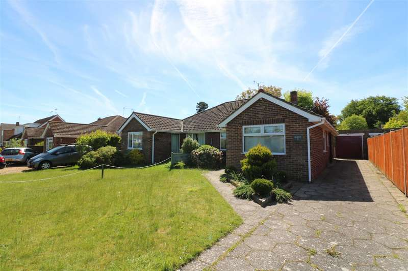 3 Bedrooms Semi Detached Bungalow for sale in White Lodge Close, Tilehurst, Reading