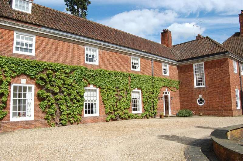 5 Bedrooms Terraced House for sale in Stockgrove Park, Stockgrove, Bedfordshire, LU7