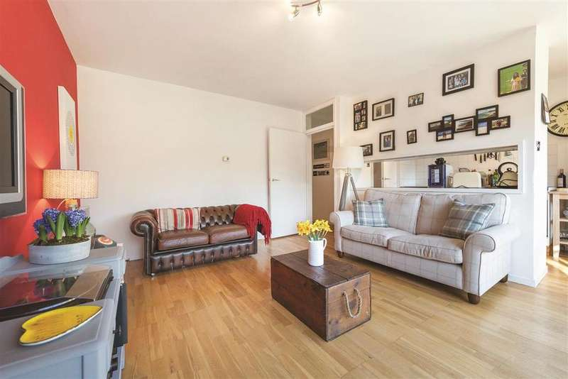 2 Bedrooms Flat for sale in Carlton Drive, SW15