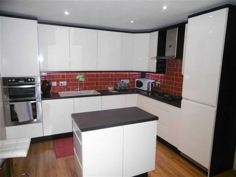 4 Bedrooms Detached House for sale in Spinnerette Close, Leigh, Lancashire