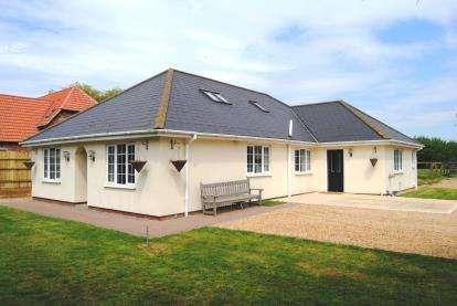 4 Bedrooms Bungalow for sale in Leverington, Wisbech