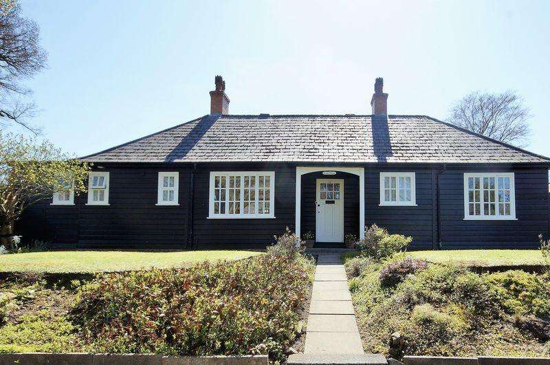 3 Bedrooms Bungalow for sale in Hay Green Lane, Bournville, Birmingham, B30 1UP