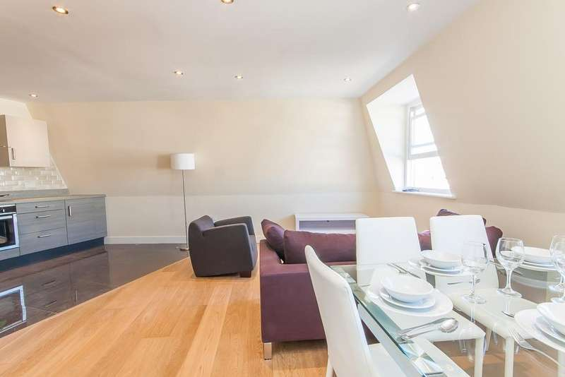 3 Bedrooms Flat for sale in Grace Lodge, 181 Clarence Road, London