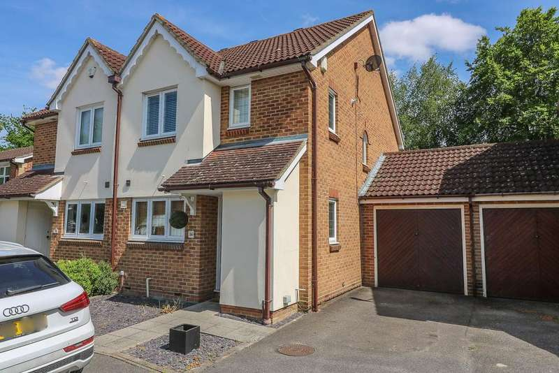 3 Bedrooms Semi Detached House for rent in Carpenter Close , Billericay CM12