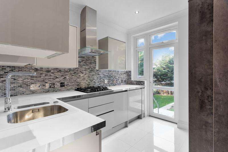 5 Bedrooms Terraced House for sale in Canham Road, South Norward