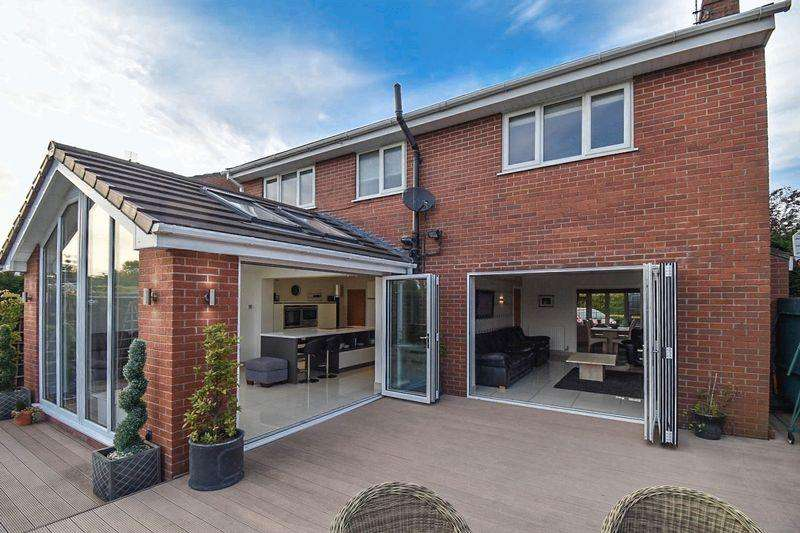 4 Bedrooms Detached House for sale in Boundary Lane, Congleton