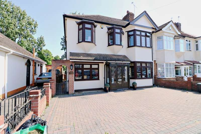 4 Bedrooms Property for sale in Chadville Gardens, Romford, RM6