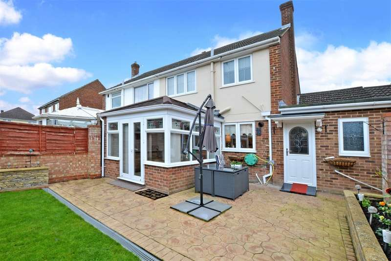 3 Bedrooms Semi Detached House for sale in Field Way, Aldershot GU12